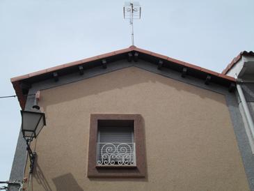 Fachada con monocapa con arido proyectado 2 - Rehabilitación de fachadas